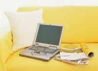 ノートパソコンとソファー