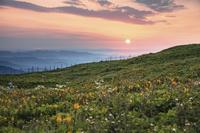 日の出と伊吹山山頂の朝