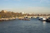 フランス パリ セーヌ川のクルーズ船とイエナ橋