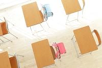 ランドセルと教室の机