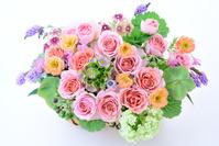 バラと草花のフラワーアレンジメント