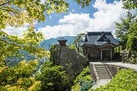 山形県 夏の立石寺開山堂と納経堂