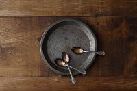 一枚の皿とスプーン
