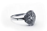 アールデコで装飾されたプラチナ指輪