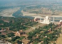 インド  タージ・マハルと庭園