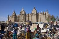 アフリカ モスクと月曜市