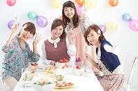 笑顔の日本人女性