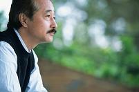 中高年日本人男性の横顔