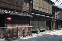 祇園新橋通りの京町屋風景