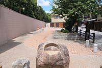 京都府 百々橋の礎石と応仁の乱の東西境界地(小川跡)