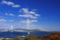 兵庫県 淡路島 明石海峡大橋と明石市街
