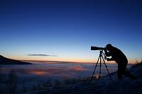 アラスカ カメラマンと夕焼け