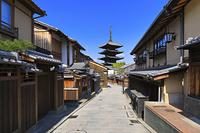 京都府 八坂道の町並みと八坂の塔