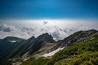 五竜岳山頂から見る五竜山荘方面の雲海