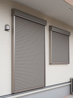 住宅の窓のシャッター