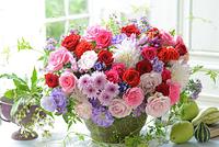 バラと菊のフラワーアレンジメント