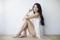 ポーズをとる日本人女性