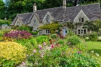 イギリス バイブリーの蜂蜜色の石造りの家並み