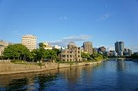 広島県 原爆ドームと広島市街地と元安川