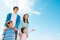 日本人家族と青空