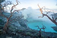 インドネシア イジェン山の火口付近