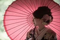 和装の花嫁 赤い番傘
