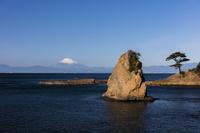 神奈川県 秋谷立石と富士山