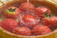 桶にトマト