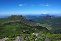 大分県 中岳山頂から望む三股山