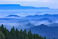 熊本県 南小国町 山並みと雲海