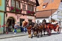 ドイツ ローテンブルクの街と観光客と馬車
