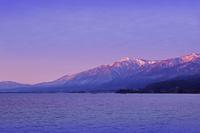 滋賀県 朝焼けの比良山 琵琶湖
