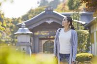 旅行する日本人女性