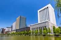 東京都 日比谷濠と高層ビル群