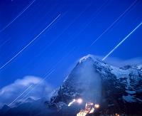 スイス アイガーと流星群