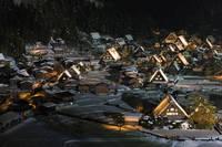 雪の白川郷、荻町合掌造り集落、夜景