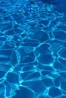 プールの波