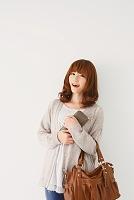 買い物に出かける日本人女性