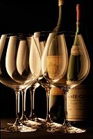 並んだグラスとワイン