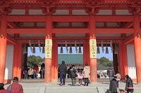 京都府 平安神宮 初詣客と応天門