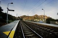 コルニッシュ・ド・レステルを突き抜ける線路