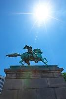 東京都 楠正成像と太陽