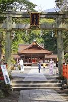 京都府 出雲大神宮 参道の石鳥居と舞殿と拝殿