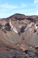 富士山山頂 成就岳から望む火口の虎岩と剣ヶ峰