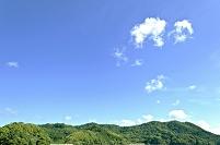 緑の島影と青空