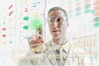 ホログラフィックスクリーンを操作する科学者