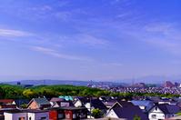 北海道 初夏の青空と広がる住宅地