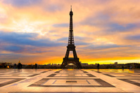 フランス パリ View of the Eiffel tower at sunrise, Paris.