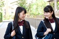 通学中の女子高校生