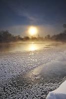 北海道 釧路川の日の出とフロストフラワー